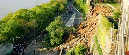 Retaining wall collapses onto Henry Hudson Parkway