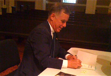 Gov. Howard Dean signs books at Town Hall